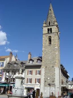 la tour de l'Horloge, haute de 42m.
