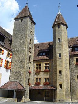 le château majestueux, datant du XVème siècle, abrite le siège du gouvernement cantonal