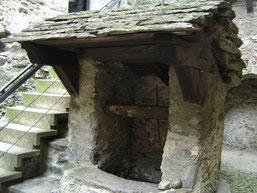 escalier protégé par un toit