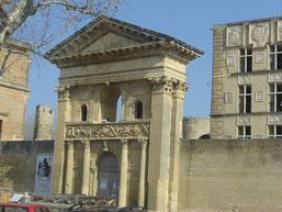la porte Triomphale ornée de pilastres corinthiens