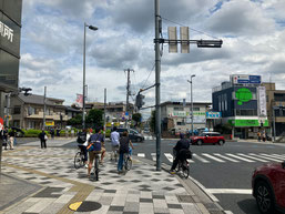 浦和駅東口を背に直進