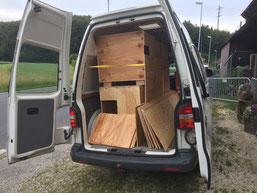 Unser Bus gefüllt mit lauter Holz...