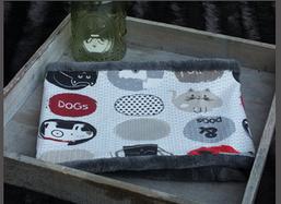 Hundeschal Katzen-/Hundemotive auf cremefarbenem Trikot