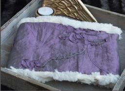 Hundeschal lila Taft cremefarbenes Rosenfell