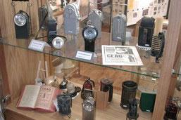 Die Ausstellung zeigt eine Reihe von Grubenlampen, die bei der Arbeit im Stollen Verwendung fanden.