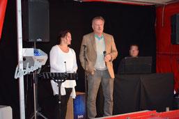 Julia Haug mit Vorstand Peter Seidel