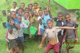 初めての植林活動に子どもたちは大興奮!