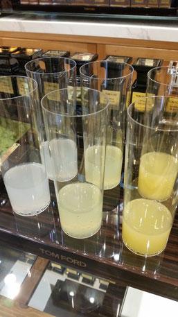 Degustazione di bevande agli agrumi