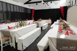 Dekorierter Festsaal für eine Hochzeitsfeier im Tanzstudio La Fragua in Bonn