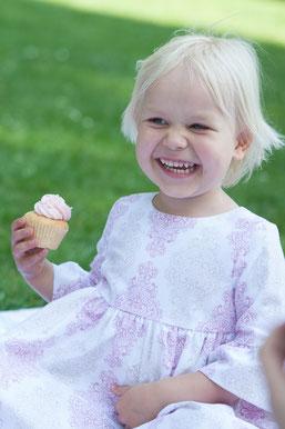 Kinderkleid mit Trompetenärmeln; Hängerchen; gemustert altrosa beige