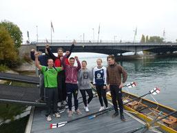 Sportmanagement-Studenten beim Rudern mit Olympiasieger Michael Steinbach