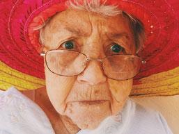 Grand-mère qui explique l'inflation