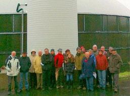 Nabu-Gruppe vor der Firma Biowert