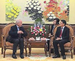 Gespräch in Chongqing: Bürgermeister Sepp Mißlbeck zu Gast bei seinem dortigen Kollegen Tang. | Foto: Reichert