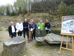 Präsentation der Broschüre im Steinbruch Bolzenbach bei Lindlar am 9. April 2019. Von links nach rechts: Axel Helmus (BSO), Stephan Halbach (Lindlar Touristik), Dr. Bernd Freymann (BSO&BSRB), Jan Spiegelberg (BAK), Frederik Grundmeier (LVR-Freilichtmuseum