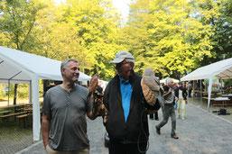 M. Polifka und W. Piepenbrink vom AK Vogelschutz in Amtshilfe der Bergischen Greifvogelhilfe (hu)
