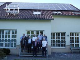 NOVE Vorstand in Bergneustadt vor Photovoltaik Anlage