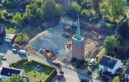 Die 1970 errichtete Kirche und die angrenzenden Gebäude mit dem Gemeindehaus und Wohnungen sind bereits komplett abgerissen. Foto: Thomas F. Starke
