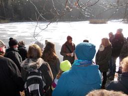 Cornelia Thate von der NAJU Sachsen erklärte den Exkursionsteilnehmern die Aktionen der Dresdner Naturtäter. Foto: René Sievert