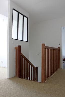 Le palier très lumineux qui donne sur les deux chambres et une mezzanine (peut être utilisée comme salle de jeu ou bureau de travail selon les envies)