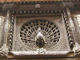 das berühmte Pfauenfenster