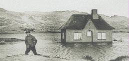 Schwere Sturmfluten, die auf Amrum zu Durchbrüchen der Dünen führen, Bild vom 17.01.1954 (Foto: Archiv Jordsand)