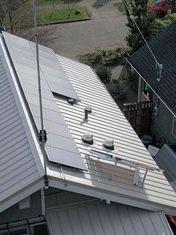 太陽光発電パネル、シーム金属屋根