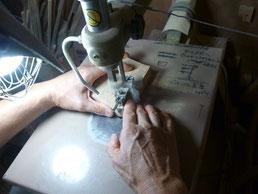 4匹の犬 糸鋸で切り抜き作業
