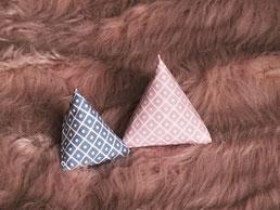 Katzenspielzeug Rauten rosa weiß / blau weiß