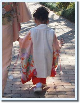 私のお宮参りの時の掛け衣装を作り直して、さきこちゃんが753でお参りしました^^