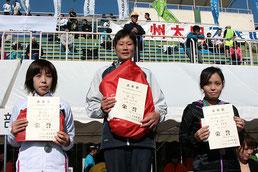 左から)2位の宮島さん、1位の佐俣さん、3位の細内さん