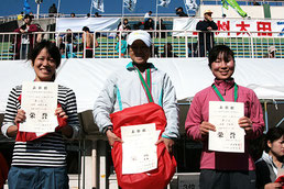 左から)2位の浅野さん、1位の澤畠さん、3位の佐藤さん
