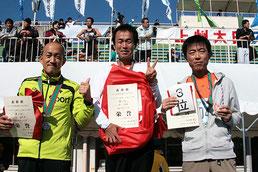 左から)2位の田村さん、1位の及川さん、3位の勝又さん