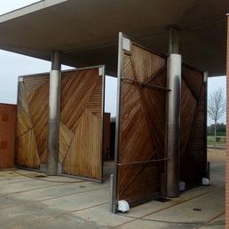 Puertas abatibles giratorias automatizadas con las motorizaciones de rueda de Akia Francia