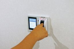 フロア入退場:指紋認証システム