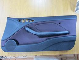 BMW318CIクーペ ドア(内装内張り)ノブの塗装の剥がれ(剥げ)・めくれ・傷・ベタ付き(ネバ付き)のリペア(修理・修復・再生)前の運転席ドアの写真
