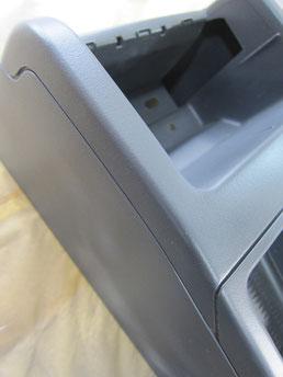 BMW318CIクーペ の センターコンソールボックス の 傷・塗装剥げ(めくれ)・塗装べたつき(ベタベタ)のリペア(修理・修復・再生)後の写真③、取り外し状態