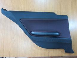 BMW318CIクーペ ドア(内装内張り)ノブの塗装の剥がれ(剥げ)・めくれ・傷・ベタ付き(ネバ付き)のリペア(修理・修復・再生)前の左後部座席肘置きの写真