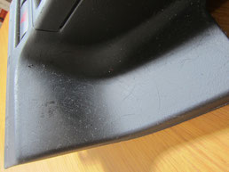 BMW318CIクーペ の センターコンソールボックス の 傷・塗装剥げ(めくれ)・塗装べたつき(ベタベタ)のリペア(修理・修復・再生)前の写真⑤、取り外し状態
