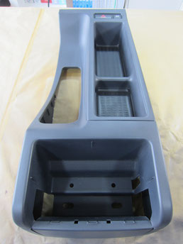 BMW318CIクーペ の センターコンソールボックス の 傷・塗装剥げ(めくれ)・塗装べたつき(ベタベタ)のリペア(修理・修復・再生)後の写真①、取り外し状態