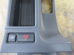 BMW318CIクーペ の センターコンソールボックス の 傷・塗装剥げ(めくれ)・塗装べたつき(ベタベタ)のリペア(修理・修復・再生)後の写真⑧、取り外し状態