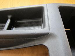 BMW318CIクーペ の センターコンソールボックス の 傷・塗装剥げ(めくれ)・塗装べたつき(ベタベタ)のリペア(修理・修復・再生)前の写真⑦、取り外し状態