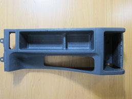 BMW318CIクーペ の センターコンソールボックス の 傷・塗装剥げ(めくれ)・塗装べたつき(ベタベタ)のリペア(修理・修復・再生)前の写真⑩、取り外し状態