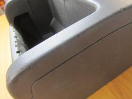 BMW318CIクーペ の センターコンソールボックス の 傷・塗装剥げ(めくれ)・塗装べたつき(ベタベタ)のリペア(修理・修復・再生)前の写真④、取り外し状態