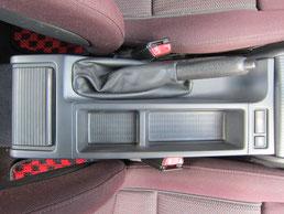 BMW318CIクーペ の センターコンソールボックス の 傷・塗装剥げ(めくれ)・塗装べたつき(ベタベタ)のリペア(修理・修復・再生)後の写真、車内にて②