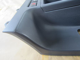 BMW318CIクーペ の センターコンソールボックス の 傷・塗装剥げ(めくれ)・塗装べたつき(ベタベタ)のリペア(修理・修復・再生)後の写真⑤、取り外し状態