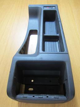 BMW318CIクーペ の センターコンソールボックス の 傷・塗装剥げ(めくれ)・塗装べたつき(ベタベタ)のリペア(修理・修復・再生)前の写真①、取り外し状態