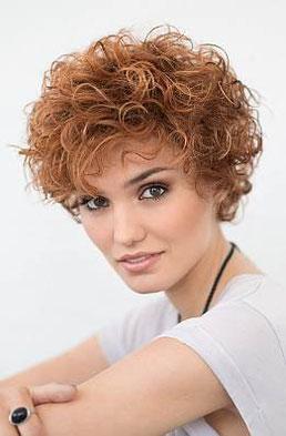 Perruque-cheveux-courts-bouclés