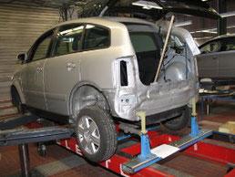 Unfallschaden Aluminium-Karosserie.