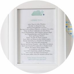 Bild: DIY Geschenk Idee zur Taufe – mit dieser Idee und einer Freebie Bastelvorlage ein schönes Taufgeschenk für Jungen und Mädchen selber basteln, eine schönes Geschenk zur Taufe für's Patenkind oder als Gast für die Taufe; gefunden auf partystories.de
